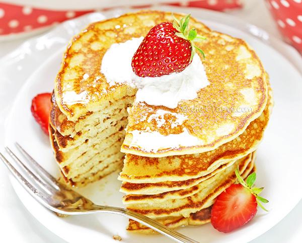 Almond Flour Pancakes - good low-carb, gluten-free breakfast alternative to regular pancakes
