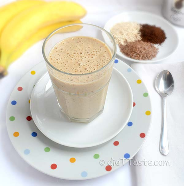 Oatmeal Breakfast Smoothie - this fast and filling breakfast drink is a great way to start out your day!