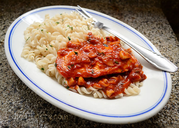Chicken in Tomato Sauce - recipe from diettaste.com