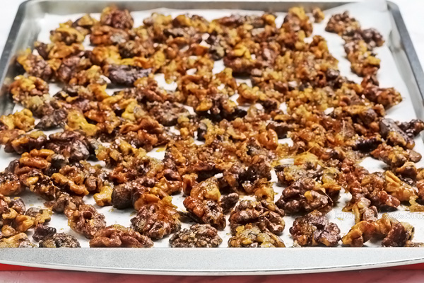 Candied Walnuts - a special Christmas treat; these crunchy cinnamon and sugar coated walnuts are quick to make