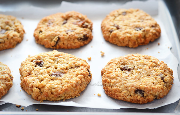 The BEST Thick, Soft and Chewy Oatmeal Raisin Cookies - so comforting ...