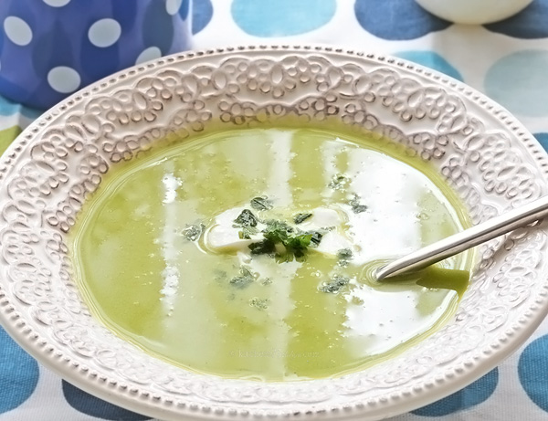 Green Pea Soup (vegetarian) - old English recipe for authentic spring green pea soup with mint