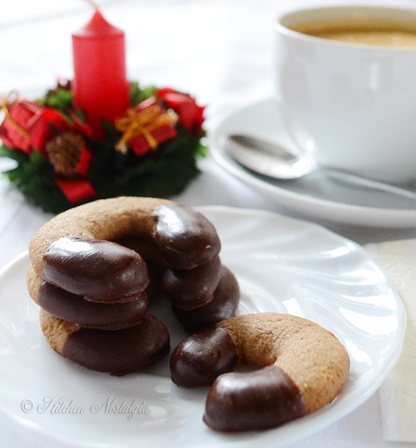 Cappuccino Crescent Cookies - from kitchennostalgia.com