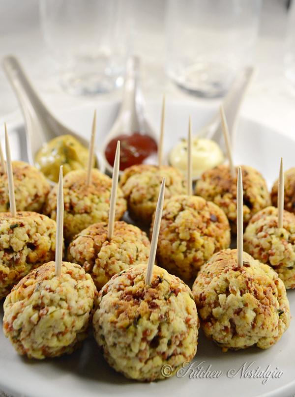 Bisquick Sausage Balls - kitchennostalgia.com