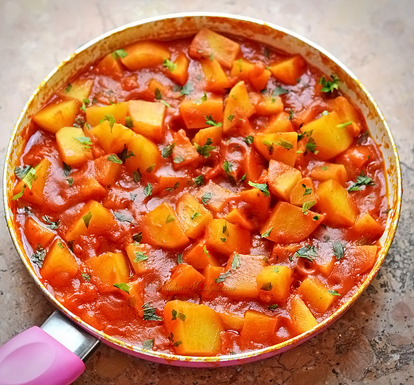Potatoes in Tomato Sauce - kitchennostalgia.com