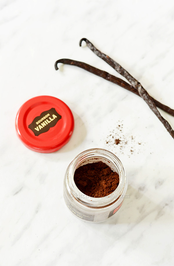 How to Make Homemade Vanilla Powder