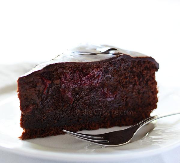 Eggless Chocolate Cake- diettaste.com