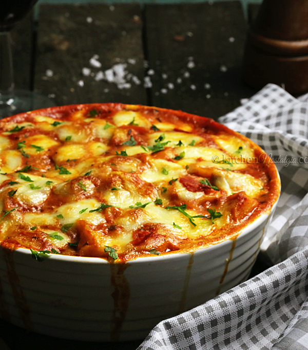 Tortellini al Forno - easy and quick, cheesy baked tortellini with tomato pasta sauce and mozzarella cheese!