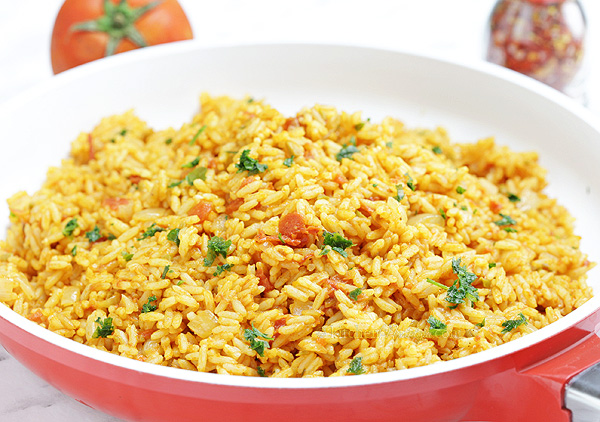 Tomato Rice - easy summer side dish with Mediterranean flavors: tomatoes, olive oil, garlic and oregano