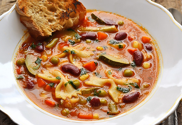 Quick and Easy Italian Minestrone Soup