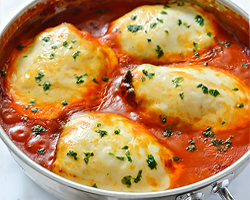 Chicken with Spinach and Mozzarella in Tomato Sauce